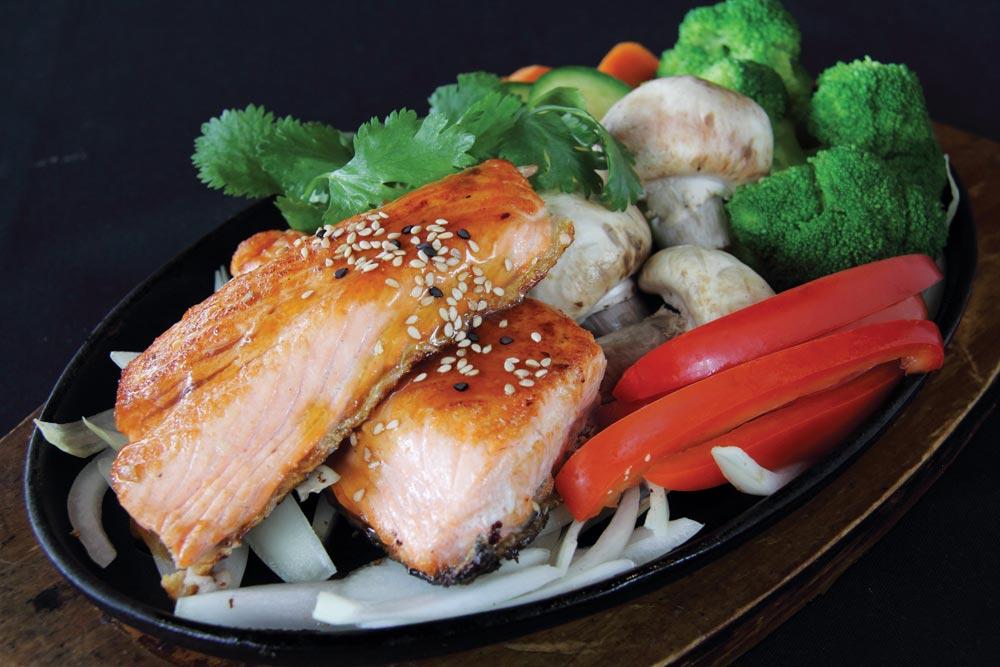 dining-grilled-terriyaki-salmon-rf