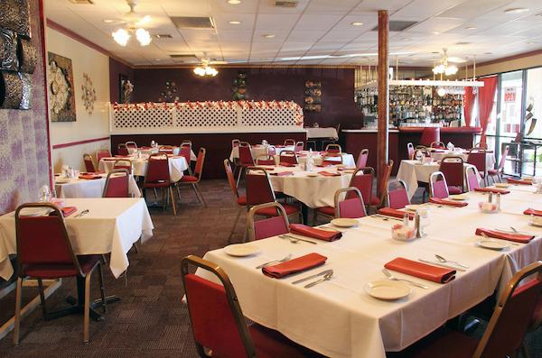 Ernesto's DINING interior