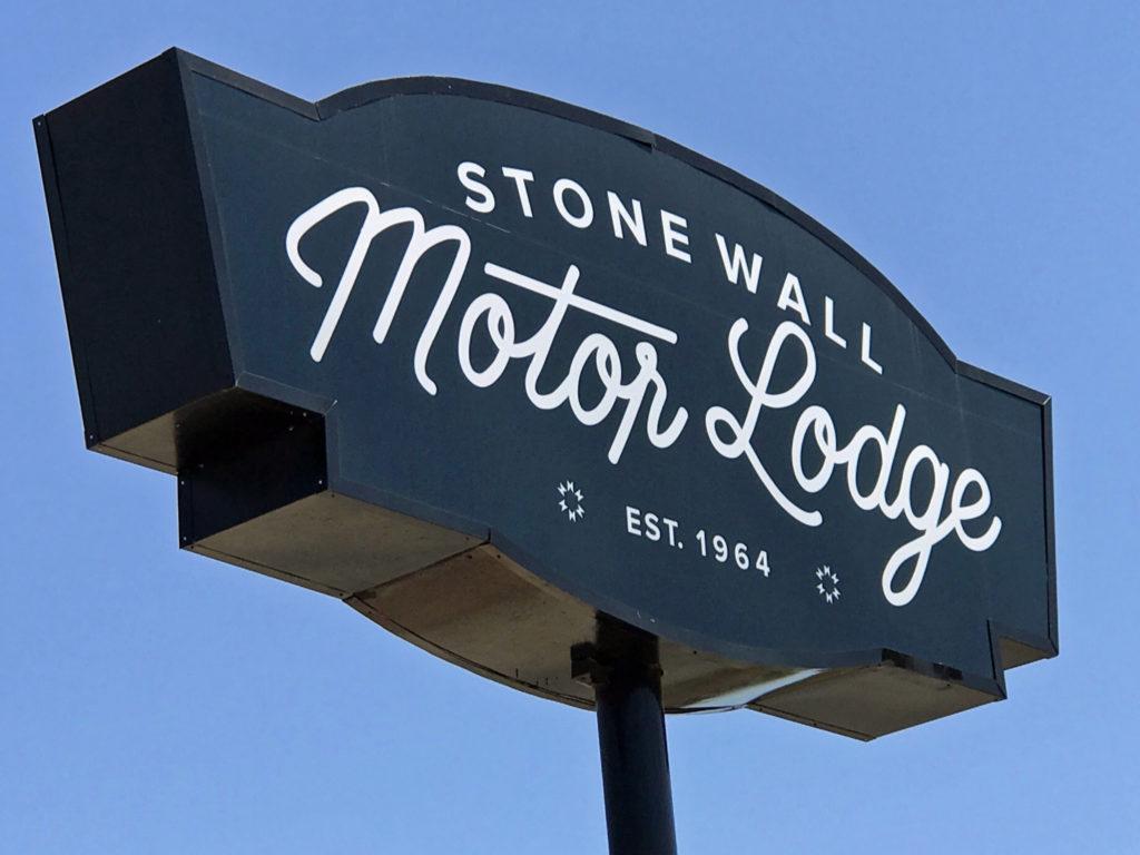 5 Stonewall Motor Lodge Sign